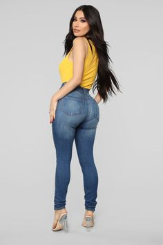 Swans Style is the top online fashion store for women. Shop sexy club dresses, jeans, shoes, bodysuits, skirts and more. Outfit Jeans, Bluse Outfit, Jeans Girl, Blue Jeans, Estilo Beyonce, Sweet Jeans, Bodysuit, Fashion Outfits, Womens Fashion