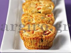 Mini muffins with feta and peppers Savory Muffins, Mini Muffins, Savory Snacks, Party Finger Foods, Finger Food Appetizers, Appetizer Recipes, Party Snacks, Croissant, Macarons