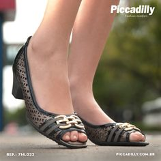 http://pcdi.ly/1ruuJCu #moda #fashion #sapatos #shoes #boots #bota #montaria #look #sapatilha #flats #salto #block #conforto #bemestar