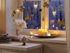 Christmas-window-decorating-ideas-candles-gold-ornaments.jpg 600×450 pixels
