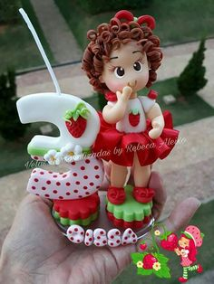 Porcelana fria Polymer Project, Polymer Clay Crafts, Polymer Clay Creations, Owl Crafts, Diy And Crafts, Strawberry Shortcake Characters, Fondant Animals, Play Clay, Fondant Toppers