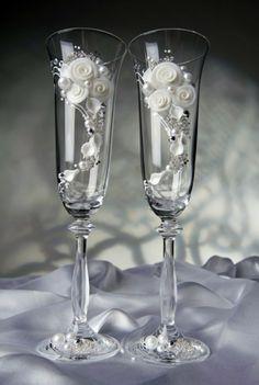 Купить свадебный бокал с белыми цветками