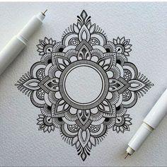 40 Beautiful Mandala Drawing Ideas & How To · Brighter Craft Mandala Art Lesson, Mandala Doodle, Mandala Artwork, Mandala Drawing, Mandala Painting, Moon Mandala, Watercolor Mandala, Simple Mandala Tattoo, Mandala Tattoo Design