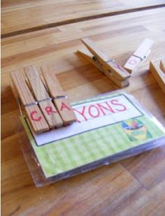 motricité fine et reconnaissance des lettres http://www.imperfecthomemaking.com/2011/11/while-backi-whipped-up-little-game-for.html
