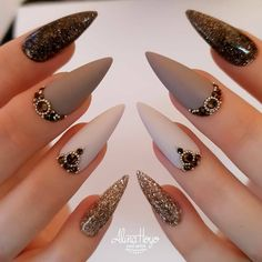 Do you want to try more bold and edgy nails? Then fine stiletto nails are your best choice. Check these amazing nail galleries together Edgy Nails, Hot Nails, Nail Swag, Stiletto Nail Art, Acrylic Nails, Luxury Nails, Beautiful Nail Designs, Fabulous Nails, Nail Inspo