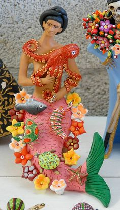 A lovely mermaid cradles her octopus. Ceramic artwork by Concepcion Aguilar of Ocotlan, Oaxaca, Mexico Mermaid Crown, Mermaid Art, Tattoos Mandala, Mermaid Jewelry, Mermaid Tattoos, Pottery Sculpture, Mexican Folk Art, Tattoo Blog, Renaissance Art