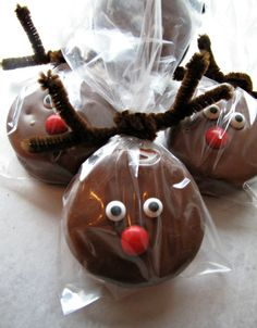Chocolate Covered Oreo Rudolph- These easy to make holiday treats are chocolaty delicious inside and out! Great gift idea!   | The Monday Box