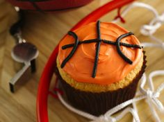 Enjoy these decorative basketball cupcakes made using Betty Crocker® SuperMoist® cake mix topped with Betty Crocker® frosting and icing--perfect dessert to treat a crowd. Basketball Cupcakes, Basketball Hoop, Basketball Party, Basketball Season, Sports Party, Basketball Drawings, Sports Birthday, Basketball Socks, Basketball Pictures