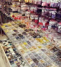 Zapraszamy do naszych sklepów stacjonarnych.#sklepstacjonarny #koralikistacjonarnie#puławska26 #żelazna67 #kamieniepółszlachetne #kamienieozdobne #koralikitoho #szklanekoraliki #akcesoriadobiżuterii #hobby #diyjewelry #diyhandmade #DIY #zróbtosama #royalstoneblog