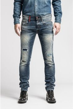 Buy your favorite clothes online on the official Replay website: Jeans, T-shirts, shirts, sweaters and many others! Men Trousers, Jeans Pants, Jeans And Boots, Denim Jeans, Love Jeans, Jeans Style, Jeans Replay, Balmain Jeans, Estilo Denim