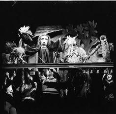 """Faust zitiert die Teufel, Probenfoto zu """"Das Puppenspiel vom Dr. Faust"""" am Puppentheater der Stadt Magdeburg"""