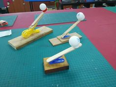 A Very Simple Catapult to Make With Kids crafts for kids for teens to make ideas crafts crafts Diy Crafts For Kids, Projects For Kids, Easy Crafts, Stem Projects, Fair Projects, Creative Crafts, Science For Kids, Games For Kids, Kids Fun