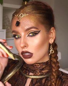 Medusa Halloween Costume, Halloween Makeup Looks, Brown Hair Halloween Costumes, Goddess Halloween, Medusa Makeup, Hair Makeup, Medusa Costume Makeup, Cleopatra Makeup, Egyptian Makeup