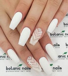 Chic white nail art design ideas to try #nail #naildesign #nailart