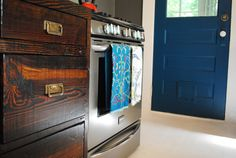 Google Image Result for http://www.thehandmadehome.net/wordpress/wp-:content/uploads/2012/04/kitchen_door.jpg :Behr Peacock Tail