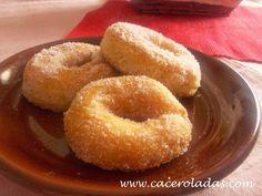 Dulces artesanos de la abuela Spanish Cuisine, Spanish Food, Mexican Food Recipes, Ethnic Recipes, Pan Dulce, Dough Recipe, Bagel, Donuts, Cupcake Cakes
