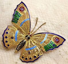 Vintage Silver Vermeil Filigree Plique A Jour Butterfly Figural Brooch Pin is simply magnificent in every way. To more closely inspect photos, simply click on the binocular icon on the top right corn Butterfly Fashion, Butterfly Jewelry, Butterfly Art, Antique Brooches, Antique Jewelry, Jewlery, Jewelry Box, Insect Jewelry, Precious Metals