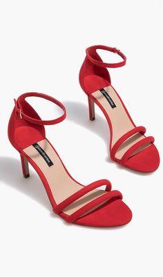 Sandalia tacón fino roja