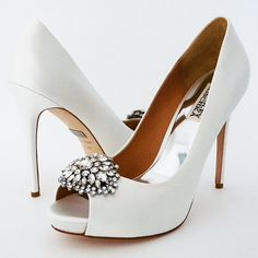Badgley Mischka Jeannie available in both ivory and white silk satin. Classic wedding shoes with peep toe and glamorous crystal ornament. How will you walk down the aisle? See more here: https://perfectdetails.com/jeannie-white.htm