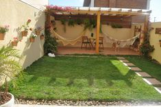12 small gardens that you can adapt to perfection in your home. Create a nice green area for your family! Rooftop Terrace Design, Terrace Garden, Backyard Patio Designs, Small Backyard Landscaping, Small Gardens, Exterior Design, Outdoor Decor, Home, Ideas
