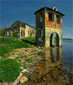 Руините от църквата на село Живковци, потопено във водите на язовир Огоста/ The ruins in Jivovci village, Bulgaria