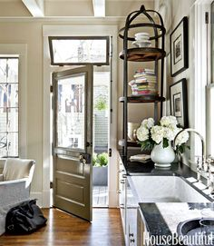 Mix and Chic: A designer's gorgeous Savannah kitchen with European elegance!