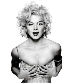 Marilyn... what can I say.  I idolize her.  What a tragedy.