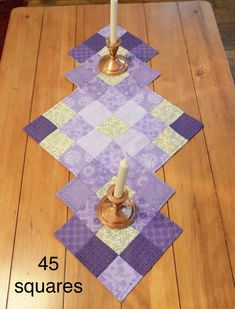 patrón de camino de mesa, camino de mesa boda Purple Patchwork Table R . Patchwork Table Runner, Table Runner And Placemats, Table Runner Pattern, Quilted Table Runners, Plus Forte Table Matelassés, Place Mats Quilted, Christmas Runner, Quilted Table Toppers, Quilting Patterns