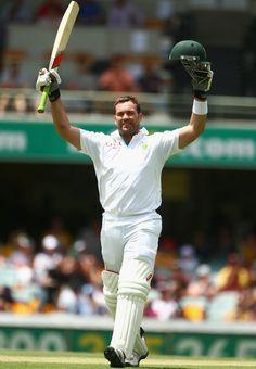Jacques Kallis (SA) 147 reaches his century vs Australia, 1st Test, day 3, Brisbane, November 11, 2012