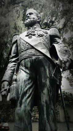 Estátua de Dom Pedro II em uniforme de gala. Museu Imperial de Petrópolis