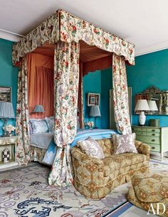 """Lorry Newhouse AD """"Anglo-country glamour"""" canopy bed print fabric"""