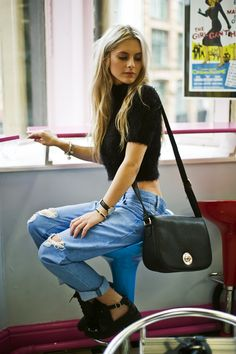 Boyfriend jeans | black cropped top and bag