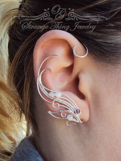 A pair of ear cuffs made of silverplated copper wire and cristal beads. These ear wraps are worn behing your ear like a Blue Tooth device and
