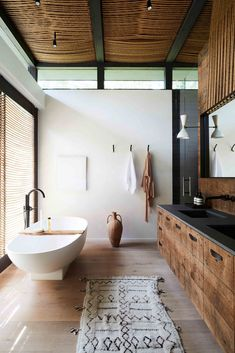 Dream Bathrooms, Beautiful Bathrooms, Casa Magnolia, Bathroom Interior Design, Home Fashion, My Dream Home, Interior Architecture, Living Spaces, Sweet Home