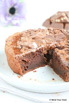 Salted caramel brownie taart - Mind Your Feed - Kuchen Machen Delicious Desserts, Yummy Treats, Sweet Treats, Yummy Food, Cake Recept, Baking Recipes, Dessert Recipes, Baking Bad, Salted Caramel Brownies