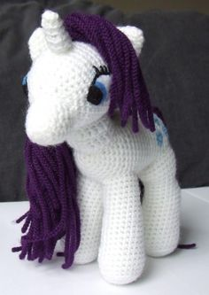 crochet-my-little-pony-white - Pattern: http://knitoneawesome.blogspot.ca/2012/11/my-little-pony-friendship-is-magic.html