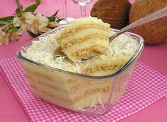Receita de Pavê de cocada - Todo Saboroso 2 latas de sobremesa pronta tipo beijinho  1 lata de creme de leite  1 vidro de leite de coco (200ml)  1 pacote de biscoito tipo maisena (200g)  1 xícara (chá) de leite  2 colheres (sopa) de açúcar  Coco ralado a gosto para decorar