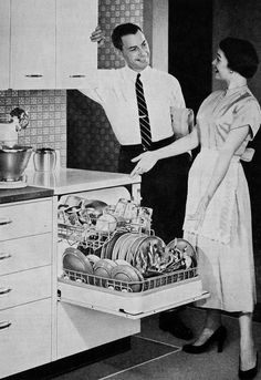 RAISED dishwasher: adding this to my list of ideal house features. Vintage Advertisements, Vintage Ads, Vintage Prints, Fee Du Logis, Vintage Housewife, 1950s Housewife, Vintage Appliances, The Good Old Days, Vintage Love