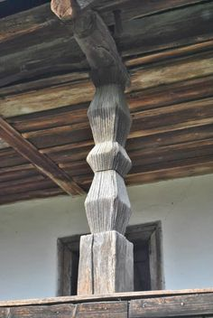 Wood Detail, Source Of Inspiration, Traditional House, Architecture Details, Old Houses, Romania, Wood Art, Outdoor Spaces, Homesteading