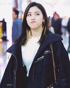 dedicated to female kpop idols. K Pop, Guys And Girls, Kpop Girls, South Korean Girls, Korean Girl Groups, Korean Princess, Rapper, Adidas Jacket, Bomber Jacket