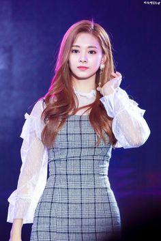 K-Pop Babe Pics – Photos of every single female singer in Korean Pop Music (K-Pop) Nayeon, Kpop Girl Groups, Korean Girl Groups, Kpop Girls, Tzuyu Body, Twice Tzuyu, Chou Tzu Yu, Chaeyoung Twice, Twice Kpop