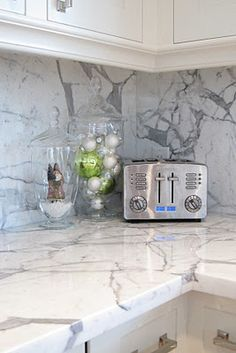 New kitchen countertops granite backsplash marbles Ideas Kitchen Backsplash, Kitchen Countertops, Diy Kitchen, Kitchen Decor, Mirror Backsplash, Beadboard Backsplash, Backsplash Ideas, Veranda Interiors, Granite Backsplash