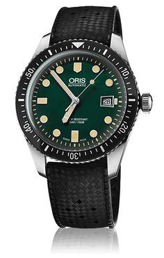 Oris taucht ab in die Vergangenheit und kehrt mit der Oris Divers Sixty-Five zurück. Das neue Modell ist die Retro-Version einer Oris-Taucheruhr-Ikone, die vor 50 Jahren auf den Markt kam. Die neue Oris Divers Sixty-Five hat den Retro-Look des Origi-nals aus den 1960ern und kombiniert diesen mit moderner Uhrentechnologie des 21. Jahrhunderts. Das Gehäuse besteht aus rostfreiem Edelstahl. Das Vintage-inspirierte, stark gekrümmte Glas ist kratzfestes Saphir-glas, das innen entspiegelt den…
