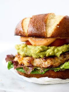 bacon cheddar chicken burger with guacamole and bbq mayo.minus bacon and can substitute regular hamburger Gourmet Sandwiches, Gourmet Burger, My Burger, Burger And Fries, Good Burger, I Love Food, Good Food, Yummy Food, Grilled Chicken Burgers