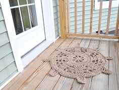 This crochet steering wheel door mat will make a statement right at your front door. It's the perfect way to greet guests to your beach house or boat! Sally Lee by the Sea | Handmade Nautical Compass Rugs | http://nauticalcottageblog.com