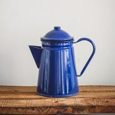 [SOLD] Blue Enamel Coffee Pot   This large blue enamel coffee pot is in super condition and will make a cheery statement in your kitchen or lounge! Vintage Tea, Vintage Kitchen, Kitchenware, Tableware, Kettle, Tea Pots, Enamel, Kitchen Appliances, Lounge