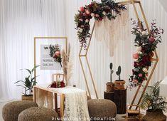 "Pinewoods Decoration 🌿 di Instagram ""Rustic bohemian akad nikah set up. Dengan backdrop hexagon yang lagi in di tahun 2018 ini, dipadukan dengan macrame, rangkaian bunga…"" Indoor Wedding Decorations, Rustic Wedding Backdrops, Rustic Garden Wedding, Rustic Backdrop, Fall Wedding Centerpieces, Diy Backdrop, Backdrop Decorations, Simple Wedding Gowns, Wedding Colors"