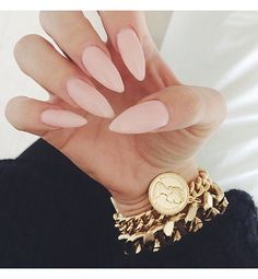 Whether you need a set of claws for protection or you just want to be on top of your nail game, stiletto nails are on point. Literally.