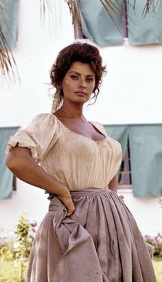 Sophia Loren is a Naples native. Hollywood Stars, Hollywood Glamour, Classic Hollywood, Timeless Beauty, Classic Beauty, Most Beautiful Women, Beautiful People, Beautiful Eyes, Carlo Ponti
