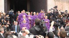 La Bara di Lucio Dalla all'uscita della Basilica di San Petronio a Bologna